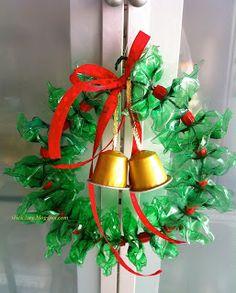 Guirlanda natalina, por reutilização de garrafas PET e cápsulas de nespresso..  As peças são cortadas e moldadas no calor...
