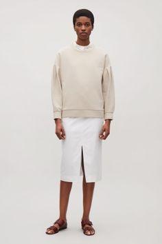Sweatshirt with sleeve pleats