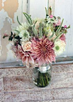 origineller Hochzeitsstrauß Wiesenblumen