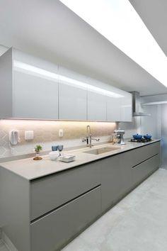 Cozinha moderna, cinza cimento queimado | Projeto by Dani Momoi Arquiteta