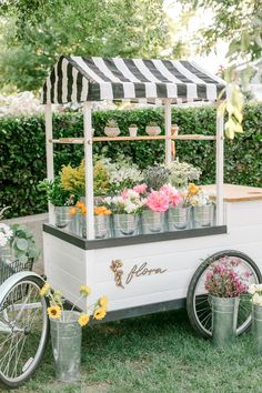 Flora Flower Cart - Selling make your own bouquets around California Flower Truck, Flower Bar, Cut Flower Garden, Flower Shops, Cactus Flower, Flower Shop Design, Flower Shop Decor, Farmers Market Display, Flower Farmer
