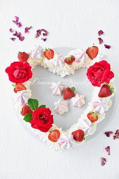 #beza Crochet Necklace, Floral Wreath, Wreaths, Arnold Schwarzenegger, Decor, Food, Meringue Pie, Whipped Cream, Egg Yolks