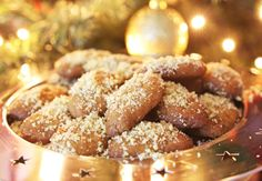 Here is a recipe for melomacarona, an egg-shaped Greek Christmas cookie in honey syrup. Turkish Sweets, Greek Sweets, Greek Desserts, Greek Cookies, Honey Cookies, Turkish Recipes, Greek Recipes, Romanian Recipes, Scottish Recipes