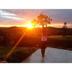 Mother Nature was really showing off this morning ☀️ #healthwealthlove #yoga #sunrise #heavenonearth