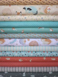 Alyssa Thomas, Critter Patch Organic in FAT QUARTERS 13 Total fabric worm