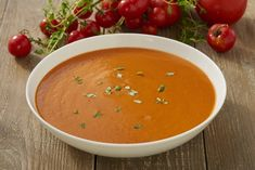 Simple and delicious, this tomato soup is rich in flavour from our Vegetable Stock Cube and tasty onions and tomatoes. Pasta Primavera, Vegetable Puree, Polish Recipes, Tomato Soup, Chutney, Family Meals, Thai Red Curry, Soup Recipes, Tofu