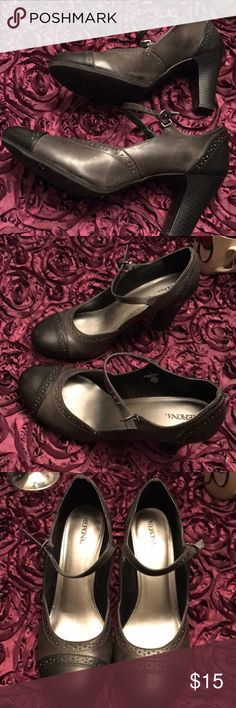 COMFORTABLE PAIR OF TWO TONE GRAY HEELS Great Condition Merona Shoes Heels