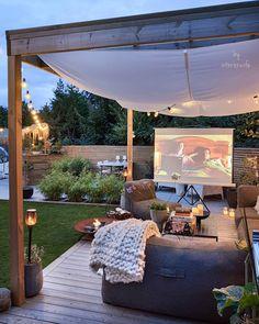 Comfortable Backyard Movie Theater Ideas - Unique Balcony & Garden Decoration and Easy DIY Ideas Backyard Patio Designs, Backyard Landscaping, Backyard Movie Theaters, Outdoor Projector, Backyard Retreat, Backyard Makeover, Balcony Garden, Outdoor Living, Decoration