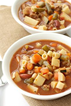 Slow Cooker Beef Minestrone Soup – Six Sisters' Stuff | This soup recipe is hearty and delicious! If you want to make it vegetarian friendly, omit the ground beef and swap out the beef stock for vegetable broth. #souprecipe #vegetarianmeals #sixsistersrecipes