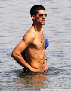 HCFoo's Tennis Blog – Tennis Celebrity Photos, News, Gossip and More!: Novak Djokovic's shirtless candid at Malibu Beach