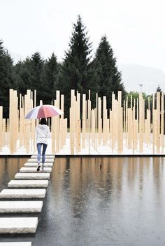 I like the idea of the structure leading over the water. Duecentosessanta MQ / Simone Bossi