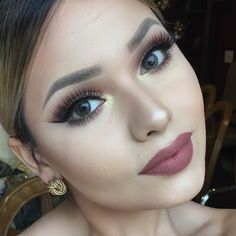 Lovely Lip Color - Glitzy Gold Eyes. Want Lash Extensions!!!