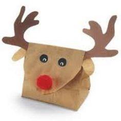 Maak van een bruine papieren zak een kerstcadeau verpakking!