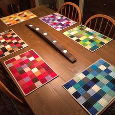 Six place mats x 6 sets . and Christmas presents ? are complete! Six place mats x 6 sets . and Christmas presents ? are complete! Quilted Placemat Patterns, Fabric Placemats, Table Runner And Placemats, Table Runner Pattern, Quilted Table Runners, Quilt Patterns, Christmas Placemats, Place Mats Quilted, Pinwheel Quilt