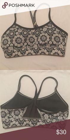 lululemon size 2 flow Y bra IV grey and white floral printed size 2 sports bra lululemon athletica Intimates & Sleepwear Bras
