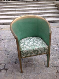 A Lloyd Loom style chair Vintage Room, Vintage Decor, Vintage Style, Industrial Furniture, Vintage Furniture, Furniture Ideas, Painting Wicker Furniture, Painted Furniture, Georgian Furniture