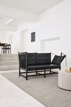 The Spoke-Back Sofa was designed by Børge Mogensen in 1945 but stands as a modern furniture piece suitable for the modern home. Spoke-back is a hybrid of a daybed and a chaise longue which makes it an aesthetic piece given its changing design. #fredericiafurniture #spokebacksofa #børgemogensen #sofadesign #interiordesign #modernoriginals #craftedtolast Sofa Design, Interior Design, Co Working, Lobbies, Lounge Areas, Daybed, Dining Bench, Modern Furniture, Sofas