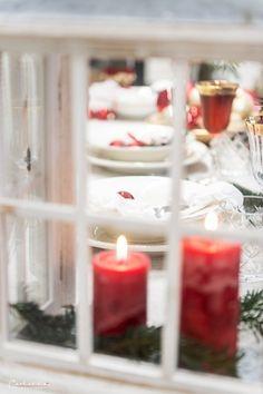 Weihnachten Styletable,     Weihnachtsdekoration, Weihnachtsdeko,  Weihnachtskränze, Weihnachtskerzen,  Tischdeko  Ideen, Tischdeko Weihnachte, Tischdekoration Weihnachten, Weihnachtstisch, Weinachten  Deko Ideen, Winterrezepte, festliches Geschirr,  funkelnder Weihnachtstisch, rote und weiße  Tischdeko, Weihnachtsdekoration rot, Christmas decoration, red decoration,  Christmas recipes ideas, Christmas wreath, table decoration christmas Decoration Christmas, Decoration Table, Dinner Table, Tea Lights, Candle Holders, Candles, Recipes, Holiday Tree, Christmas Time