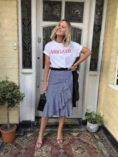 Kicking off 2018 in style, it's the Scandi crew at Stockholm Fashion Week. Here are the best street style looks from the chilly Swedish city. Cute Fashion, Modest Fashion, Look Fashion, Skirt Fashion, Korean Fashion, Fashion Outfits, Gingham Skirt, Chambray Skirt, Look Street Style