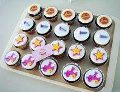 #cupcakes de #soyluna para los 5 añitos de Mikaella. Gracias Sr. Michael por elegirnos para engreír a su princesa. #patines #estrellas #micrófono #papelarroz Sabor: vainilla, chocolate, naranja & arándanos.