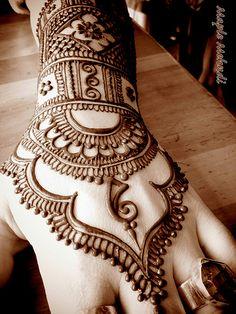 Henna+Hand