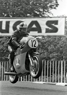 Giacomo Agostini on his MV Agusta 350 on the Isle of Man.