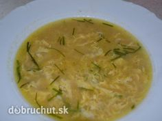 Fotorecept: Rascová polievka s vajíčkom Czech Recipes, Ethnic Recipes, Soups And Stews, Guacamole, Thai Red Curry, Cantaloupe, Cooking Recipes, Fruit, Food