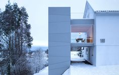 In 2019 we were contacted by a couple who had just given birth to their third child, and who wanted to increase their living space by adding an extension to their half of a semi-detached house in Oslo. The existing house was located on top of a slope running through an area rich in pine trees, and the site had great views towards the south. We realized early on that locating the extension on the southeast end of the existing house would allow for utilization of the view, a clear connection…