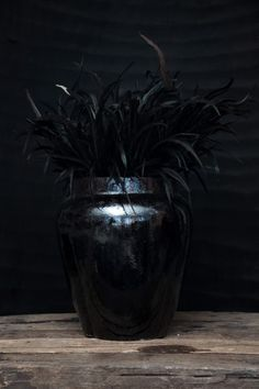 LW Urn L – sparkling black Love Warriors, Black Love, Looking Gorgeous, Urn, Home Deco, Color Combos, Sweden, Sparkle, Pots