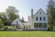 Traditional Exterior Photos Farmhouse Design Ideas, Pictures, Remodel, and Decor - page 4
