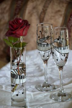 Symphony Handpainted Champagne Flute Pair por soulyautographed