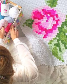 Grab a free small crochet square crochet pattern and discover with me the incredible projects you can create using it in a combination of colors. Crochet Square Patterns, Crochet Blocks, Crochet Squares, Crochet Blanket Patterns, Cross Stitch Patterns, Crochet Bebe, Chunky Crochet, Knit Or Crochet, Free Crochet