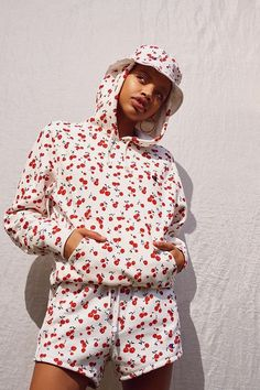 Slide view: champion + hvn for urban outfitters cherry hoodie sweatshirt Chic Outfits, Fall Outfits, Champion Clothing, Tees For Women, Red Hoodie, Aesthetic Fashion, Hoodies, Sweatshirts, Urban Outfitters