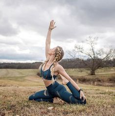 Photos Of Yoga Day Pregnancy Yoga Poses Images Fitness Workouts, Yoga Fitness, Cardio Workouts, Outdoor Yoga, Yoga Inspiration, Pregnancy Yoga Poses, Early Pregnancy, Fox Sport, Pilates Poses