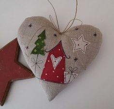 Fabric Christmas Ornaments, Felt Christmas Decorations, Felt Ornaments, Christmas Stockings, Christmas Rock, Christmas Sewing, Fabric Hearts, Free Motion Embroidery, Diy Weihnachten