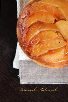 Rice on time: Ricecookers make more than rice, like this stunning Ricecooker Apple Tatin! #ricecooker #apple