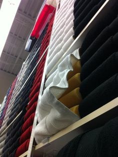 Y'know those perfectly folded towels at BB and other linens stores????    Fake.