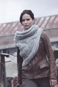 Must make this Katniss cowl!!  Found a pattern here:  http://www.ravelry.com/patterns/library/katniss-cowl