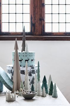 Christmas decoration and gift ideas // Explore this year's christmas collection in the new catalogue from Søstrene Grene // Christmas tree in wood and porcelain