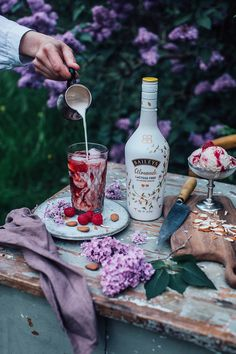Rooibos Ice Tea with Baileys Almande - red drink with swirls