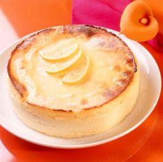 Tempo: 1h30 (+2h de geladeira)Rendimento: 6Dificuldade: fácil Ingredientes: 1 xícara (chá) de fubá 3 xícaras (chá) de leite 5 ovos (claras e gemas separadas) 1 xícara (chá) de açúcar 1/2kg de ricota fresca amassada 1 colher (sopa) de essência de baunilha Margarina para untar Fatias de laranja para decorar Modo de preparo: Leve o fubá […]