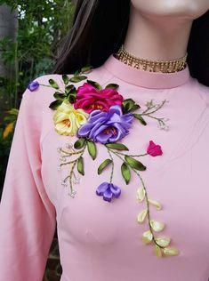Peacock Embroidery Designs, Kurti Embroidery Design, Embroidery Fashion, Ribbon Embroidery Tutorial, Hand Embroidery Flowers, Silk Ribbon Embroidery, Crochet Waffle Stitch, Ribbon Work, Ribbon Crafts