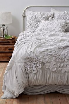 The bedding that defines a whole room. Aahhh... so femininely perfect!
