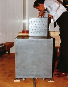 A metal chest topped with 23 toggle switches is left inside a Las Vegas casino. A note says the box contains a bomb big enough to level the building, which will explode unless a ransom is delivered by helicopter. The bomb squad arrives.