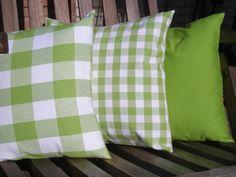 Die drei Kissen sind farblich aufeinander abgestimmt und läuten mit ihrem frischen Grün den Frühling ein.  Hierzu passend findest du in meinem Shop au