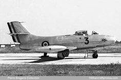 Aviones Caza y de Ataque: Dassault MD 450 Ouragan     Armas de proyectiles: 4 cañones Hispano 20 mm Bombas: 2 x 434 kg Cohetes: 16 de 105 mm Otros: 2 depósitos de napalm de 458 litros