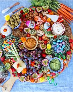 Throw an epic millennial Easter party! Throw your own Easter party and eat all t… Throw an epic millennial Easter Easter Candy, Easter Treats, Easter Deserts, Easter Peeps, Easter Food, Antipasto, Easter Camping, Easter Buffet, Easter Dishes
