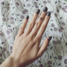 Tiny finger tattoos for girls; small tattoos for women; finger tattoos with meaning; Mini Tattoos, Finger Tattoo For Women, Small Finger Tattoos, Dot Tattoos, Finger Tattoo Designs, Finger Tats, Trendy Tattoos, Body Art Tattoos, Small Tattoos