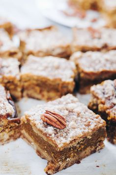 These delicious Paleo pumpkin bars are filled with all the fall flavors you're craving without dairy, gluten, eggs or refined sugar! Pumpkin Squares, Pumpkin Pie Bars, Pumpkin Pumpkin, Paleo Bars, Paleo Vegan, Paleo Diet, Paleo Thanksgiving, Pumpkin Recipes, Paleo Recipes