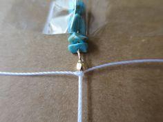 【ミサンガブレスの作り方】初心者でも簡単!平編みの編み方 | Hatorich Arrow Necklace, Bracelets, Handmade, Jewelry, Ideas, Make Jewelry, Woven Bracelets, Tejidos, Jewerly